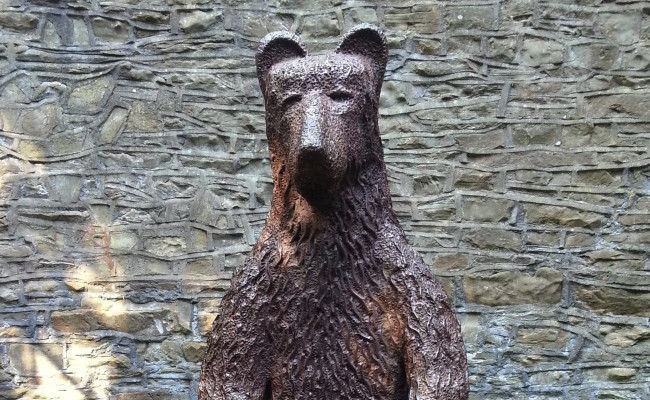 Bear sculpture in Sheffield Botanical Gardens